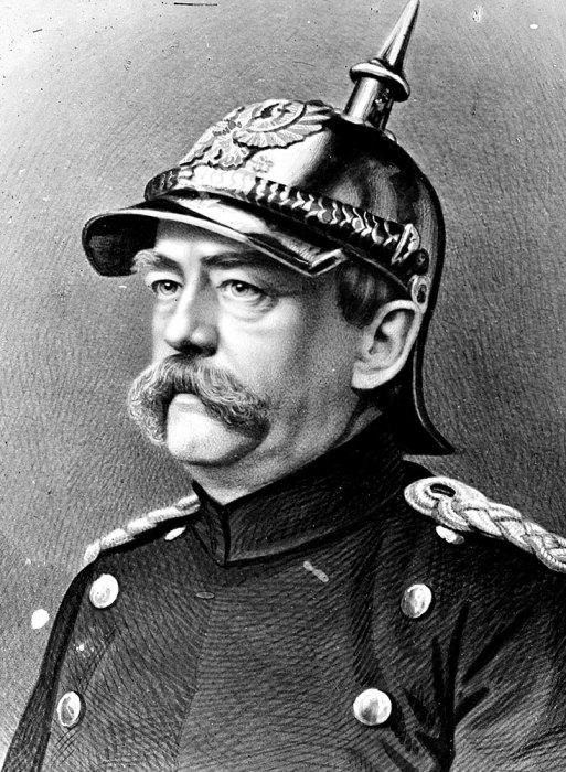 Немецкий политик и военный Отто фон Бисмарк в пикельхельме.   Фото: funnyjunk.com.