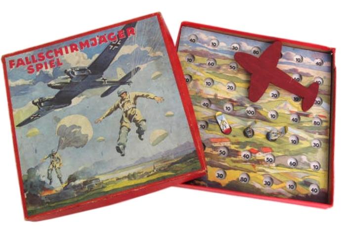 Игра за немецкого парашютиста, 1941 год. | Фото: the-saleroom.com.