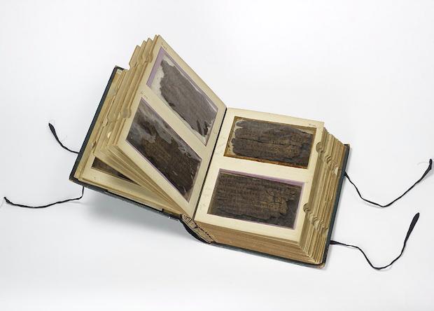 Манускрипт Бакшали – сборник математических задач Древней Индии. | Фото: nplus1.ru.