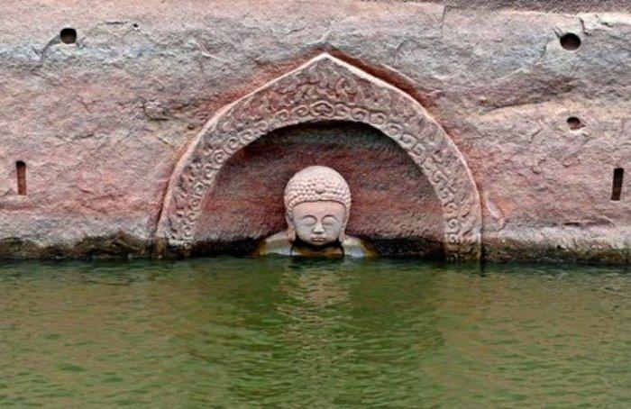 Статуя Будды, обнаруженная в Китае. | Фото: facebook.com.