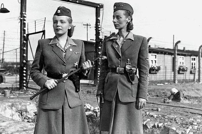 Женщины-надсмотрщицы концлагеря Берген-Бельзен, 1944 год. | Фото: fineartamerica.com.