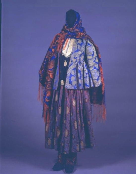 Костюм азербайджанской женщины. | Фото: kavkaz-costume.blogspot.ru.