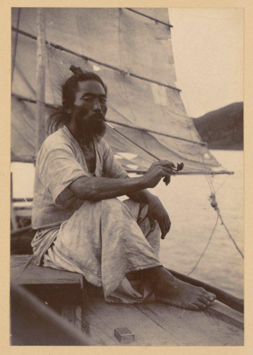 Отдыхающий корейский лодочник, 1904 год.
