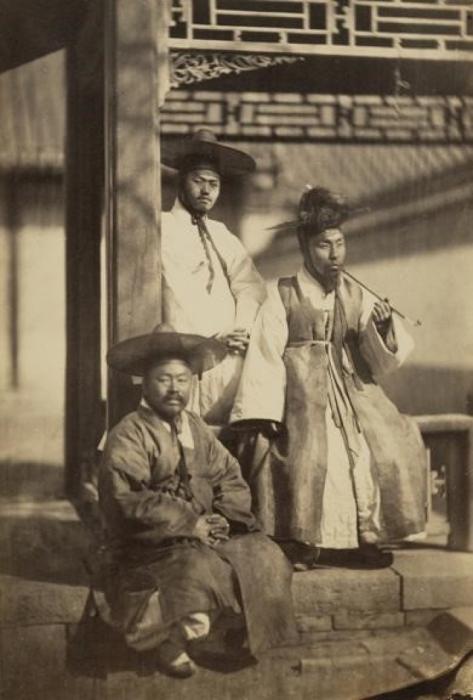 Корейские мужчины в модной одежде, 1863 год.