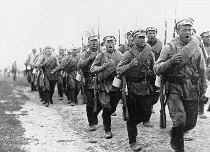 Красноармейцы на марше, 1920 год. | Фото: ru.wikipedia.org.