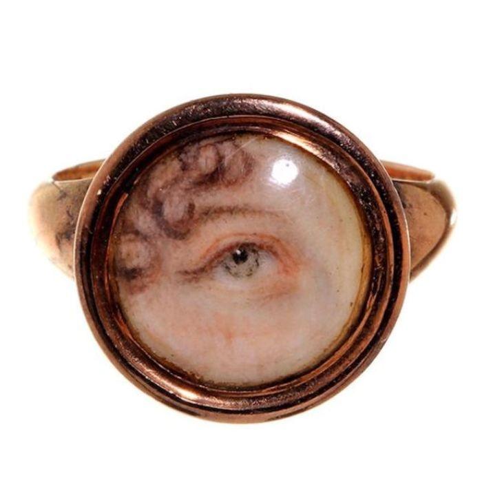 Перстень с глазом возлюбленной. | Фото: pinterest.com.
