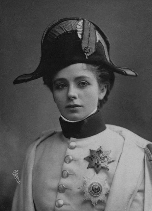 Мод Адамс играет Наполеона II в спектакле «Орлёнок», 1901 год.   Фото: klimbim2014.wordpress.com.