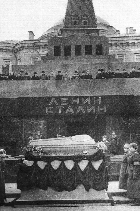 Мавзолей В.И. Ленина и И.В. Сталина на Красной площади в Москве. | Фото: varlamov.ru.