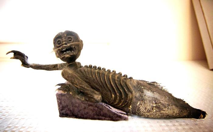 Фиджийская русалка в экспозиции музея. | Фото: urbanpostmortem.wordpress.com.