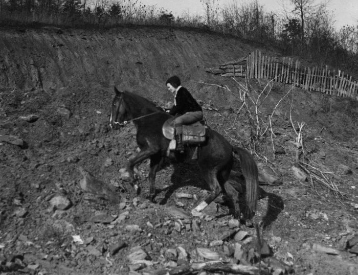 Людям и лошадям часто приходилось преодолевать непростые природные препятствия, 1940 год. | Фото: dspace.kdla.ky.gov.
