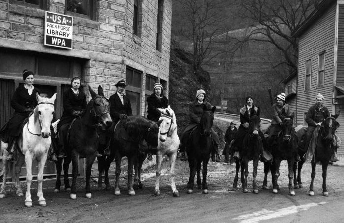 Группа верховых библиотекарей в Хиндмане, штат Кентукки, 1940 год. | Фото: dspace.kdla.ky.gov.