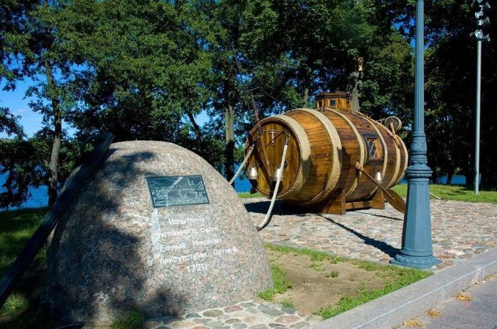 Памятник потаённому судну в Сестрорецке. | Фото: panoramio.com.