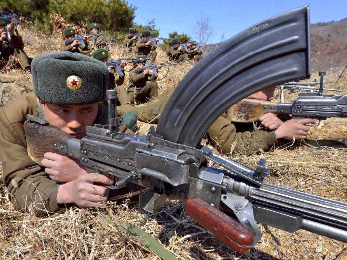 Солдат Корейской народной армии. | Фото: uk.businessinsider.com.
