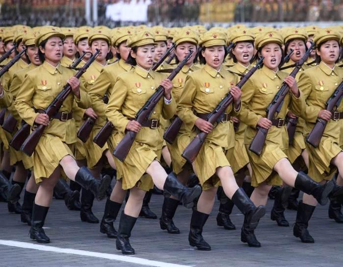 Женщины-военнослужащие на параде в Пхеньяне.   Фото: nbcnews.com.