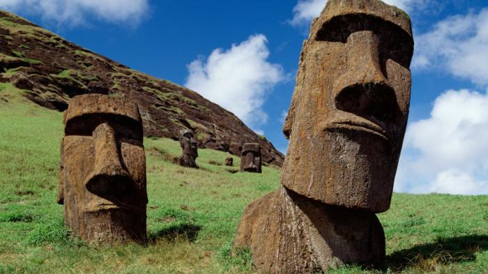Знаменитые монументы острова Пасхи. | Фото: reddit.com.