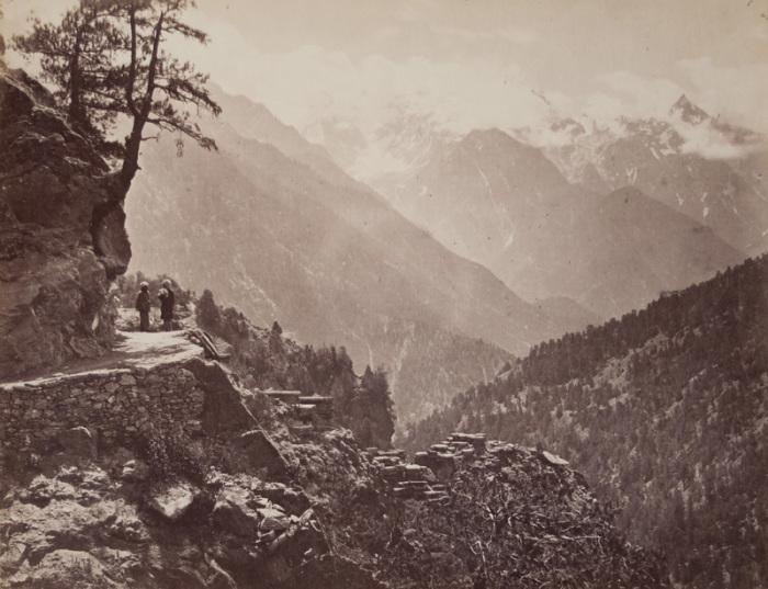 Тибетская дорога в Гималаи, сфотографированная в 1867 году Сэмюэлем Борном. | Фото: flickr.com.