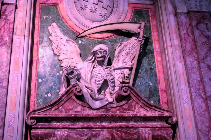 Намогильное украшение кардинала Чинцио Альдобрандини в римской базилике Сан-Пьетро-ин-Винколи. Скульптор Карло Биззачерри,1610 год. | Фото: flickr.com.