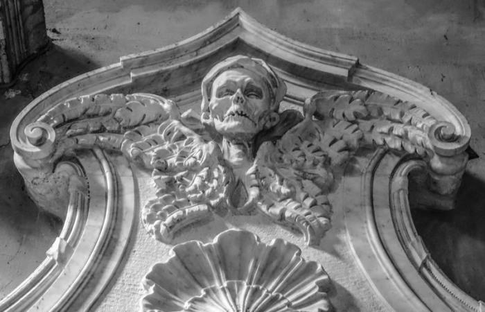 Церковь Санта-Мария-дель-Пополо. Могила принцессы Марии Элеоноры Бонкомпаньи Людовиси, умершей в 1745 году. | Фото: atlasobscura.com.