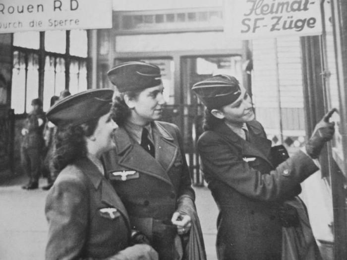 В годы Второй мировой войны во вспомогательных службах служило около 500 тысяч немок. | Фото: kramola.info.