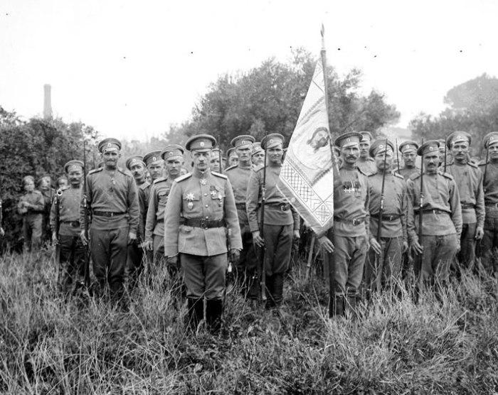 Генерал Лохвицкий во главе 1-й пехотной бригады во Франции. | Фото: humus.livejournal.com.