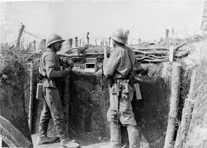 Российские солдаты на позиции под Оберивом, лето 1916 года. | Фото: humus.livejournal.com.