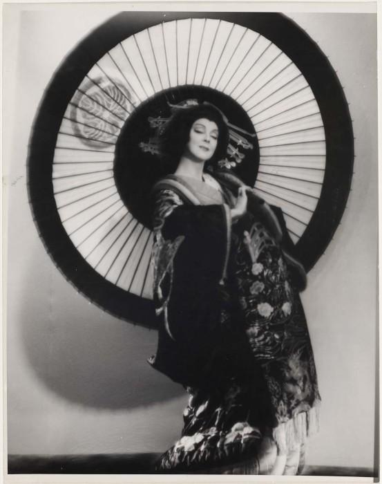 Рут Сен-Дени в японском костюме. 1920-е годы.