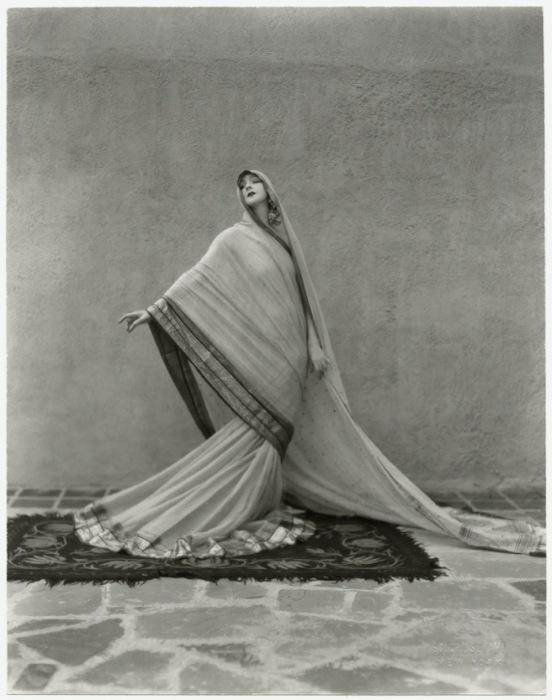 Великая танцлвщица в «Поэма о Тагоре», 1929 год.