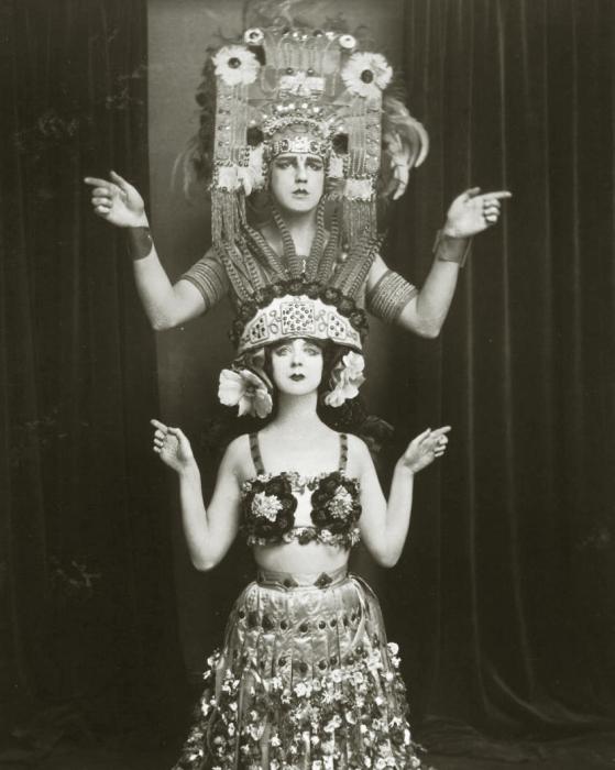 Рут Сен-Дени и ее муж в постановке «Xochitl».