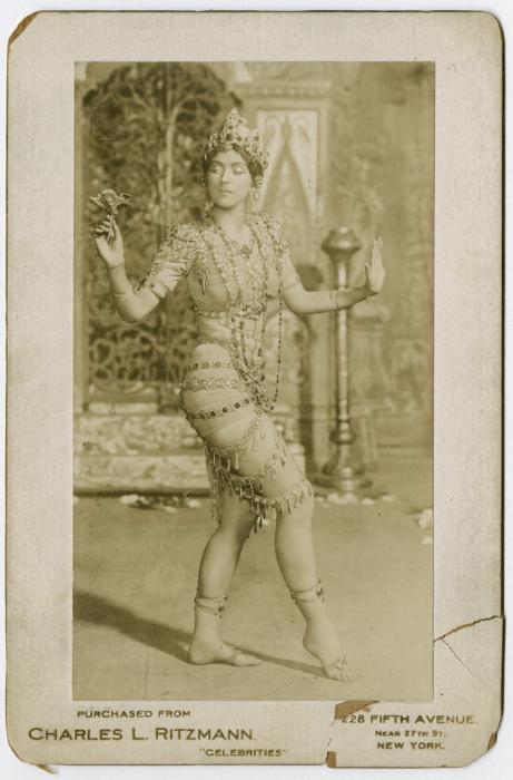 Рут Сен-Дени в постановке «Радха».