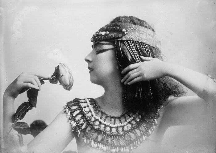 Рут Сен-Дени в роли Клеопатры, начало 1900-х гг.