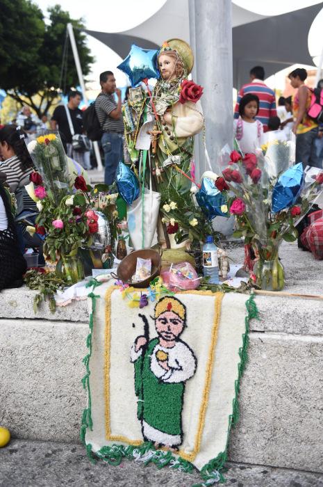 Уличный алтарь Святому Иуде. | Фото: camara.cc.
