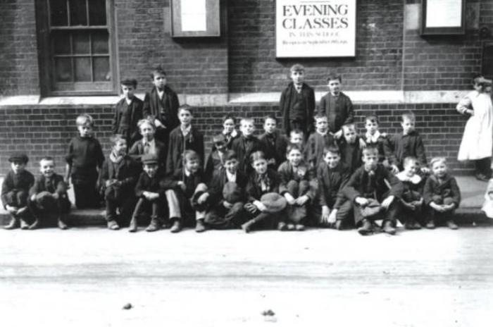 Школьники Шордича на акции протеста, 1911 год. | Фото: libcom.org.