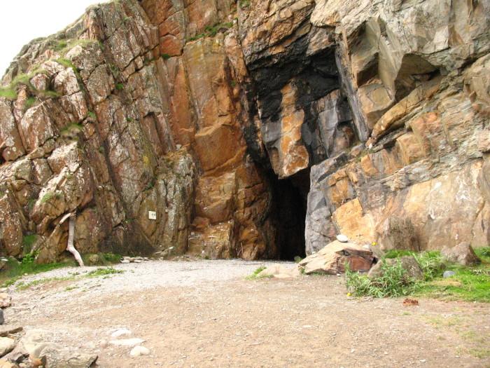 Современная фотография пещеры людоедов. | Фото: clan.com.