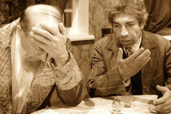Шариков и профессор Преображенский – герои фильма «Собачье сердце». Фото: rg.ru.