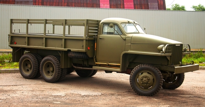 Американский грузовик Studebaker US6, поставлявшийся в СССР по ленд-лизу. | Фото: kolesa.ru.
