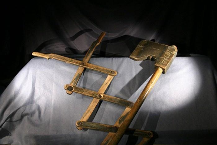 Инструмент, с помощью которого абитуриентам «удаляли» рога и клыки. Швеция, XVII век. | Фото: uu.se.