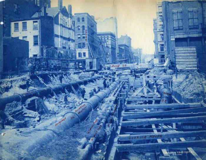 Строительство подземки на Лафайетт-стрит и Бликер-стрит, Нью-Йорк, апрель 1901 года. | Фото: atlasobscura.com.