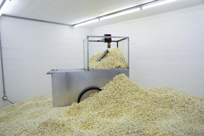 Горы попкорна. | Фото: thehundreds.com.