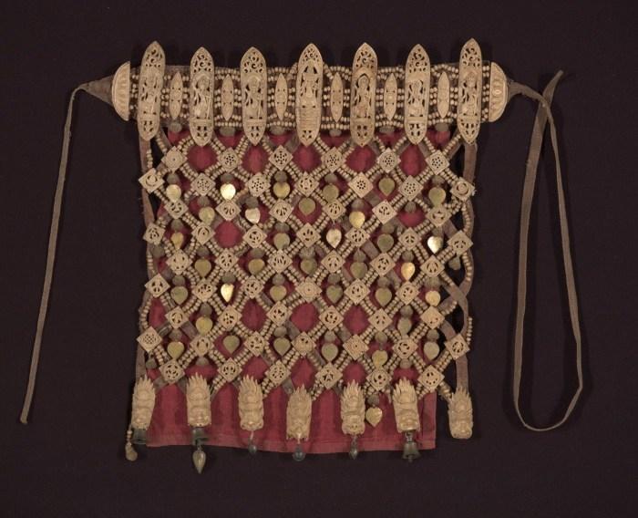 Тибетский ритуальный фартук из человеческих костей, XIX вв. | Фото: imamuseum.org.