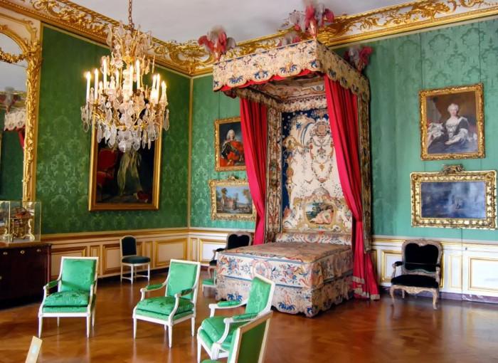 Спальня дофина. | Фото: fiveminutehistory.com.