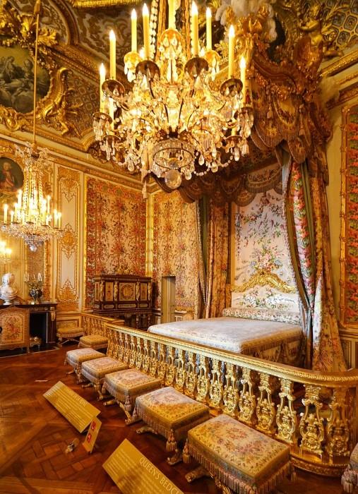 Главные апартаменты королевы Франции. | Фото: fiveminutehistory.com.