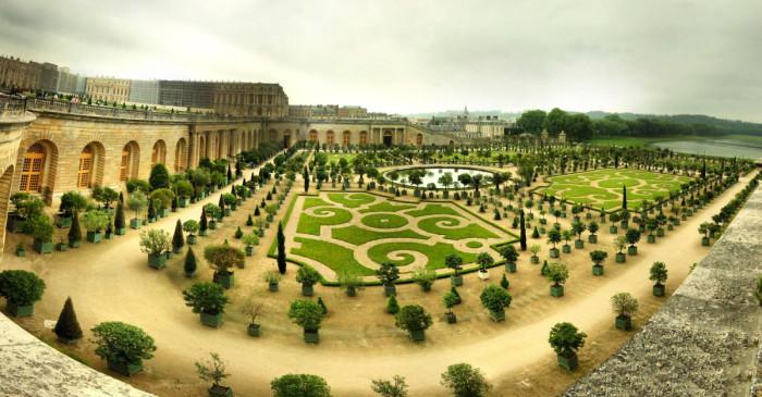 Сады Версаля. | Фото: fiveminutehistory.com.