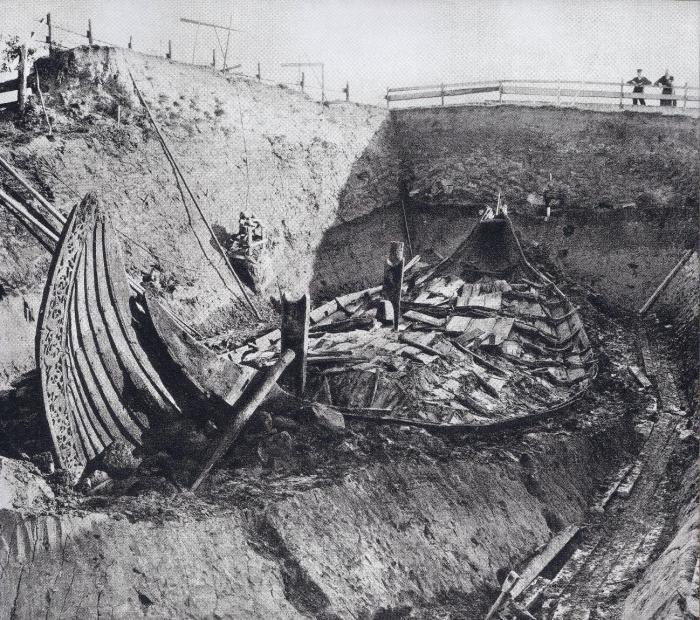 Раскопки Осебергского кургана. Норвегия, 1900-е годы. | Фото: imgur.com.
