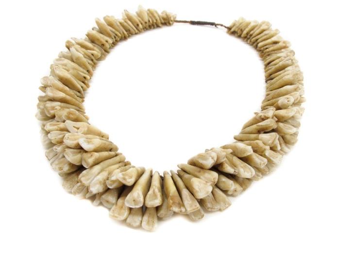 Вуасагале - ожерелье из человеческих зубов. Фиджи, XVIII-XIX вв. | Фото: bowersmuseum.blogspot.com.