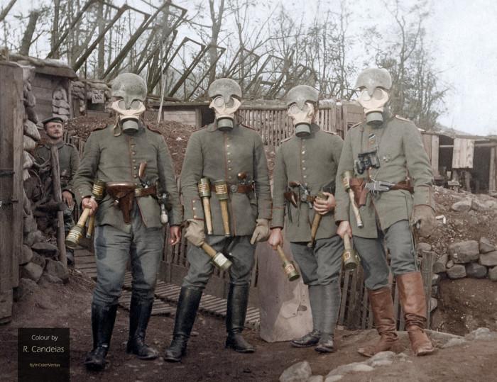 Четыре немецких офицера во Франции, 1915 год. | Фото: hiveminer.com.