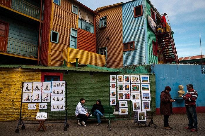 Уличные художники, готовые продать свои работы любому желающему