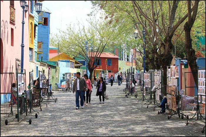 Выставки уличных художников – еще один способ привлечения туристов в Ла Бока