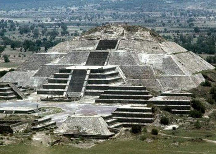 Древнее сооружение: туннели Теотиуакана.