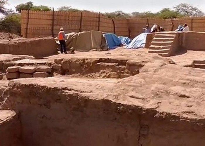 Древнее сооружение: ритуальный зал и трон Моче.