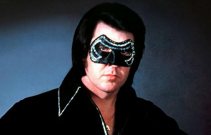 Человек, которому не стоило снимать маску./ Фото: rvalik.ru